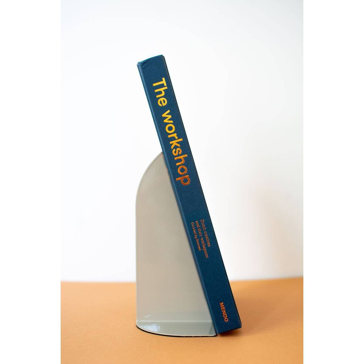 image-Axel Bookend
