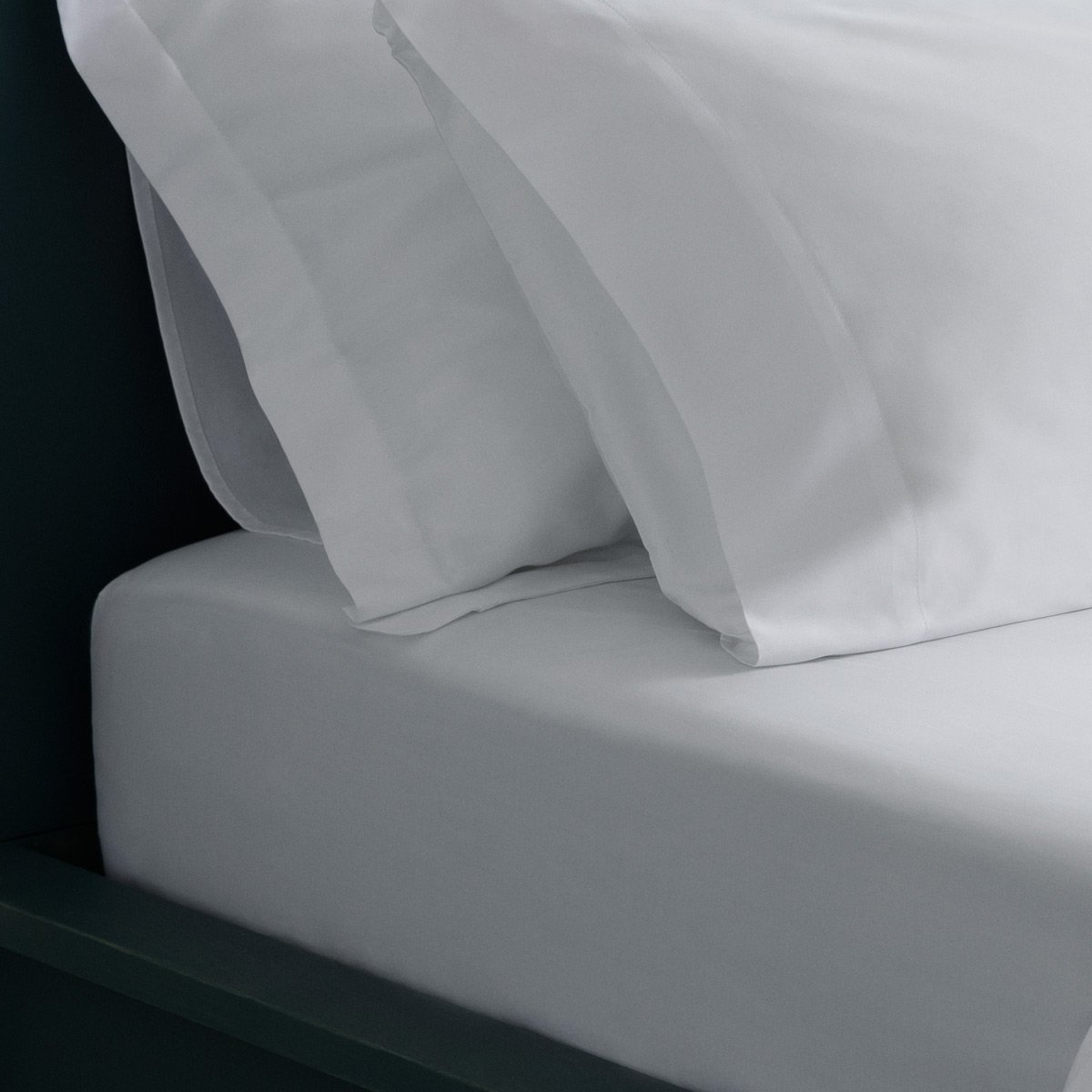 image-The Crisp & Cool luxury fitted sheet