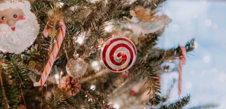 Instagrammable Christmas Looks For Front Doors & Gardens